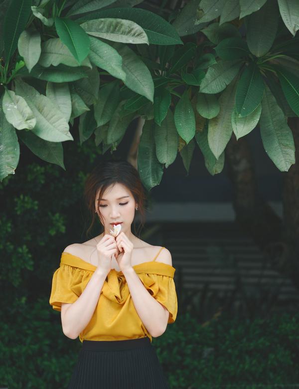 Áo trễ vai là item không thể thiếu trong tủ đồ phái đẹp mỗi mùa hè thu bởi nét dịu dàng pha chút gợi cảm.