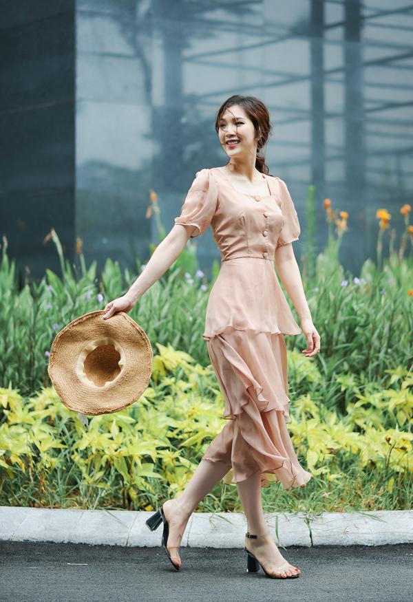 Chất liệu mỏng nhẹ cùng màu pastel dịu ngọt là những yếu tố chiếm được cảm tình của các nàng yêu phong cách nữ tính.