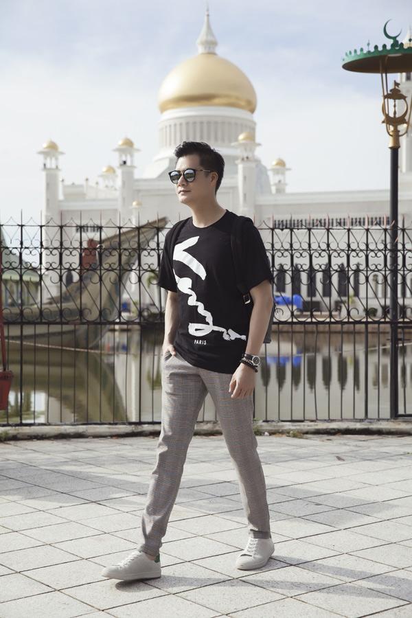 Từ khi ly hôn với Hoa hậu Jennifer Phạm, Quang Dũng kín tiếng về chuyện tình cảm. Anh hoạt động nghệ thuật chăm chỉ, đắt show biểu diễn ở cả trong và ngoài nước.