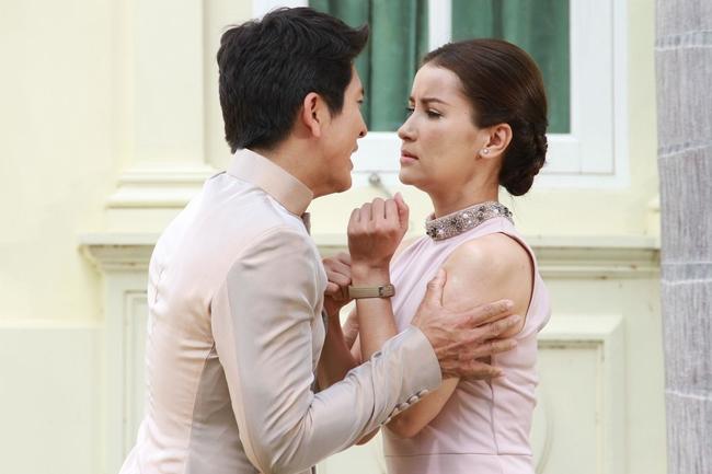 Anne Thongprasom trong phim Đừng quên em.
