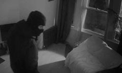 Kẻ trộm đánh thức chủ nhà hỏi mật khẩu wifi