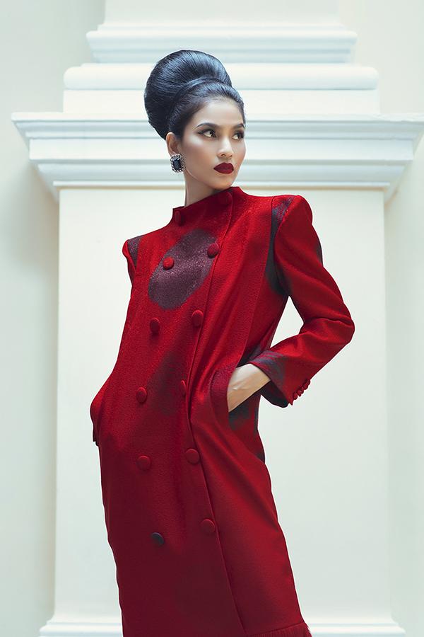 Bộ ảnh được thực hiện với sự hỗ trợ của giám đốc nghệ thuật Nguyễn Hoàng Anh, nhiếp ảnh Tang Tang, trang điểm và làm tóc Tùng Châu.