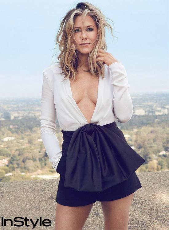Jennifer Aniston với hình ảnh một phụ nữ trẻ trung, mạnh mẽ trên tạp chí InStyle tháng 9.