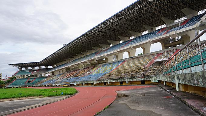 Sân vận động từng được ví như chảo lửa ở Ninh Bình đang xuống cấp mạnh.