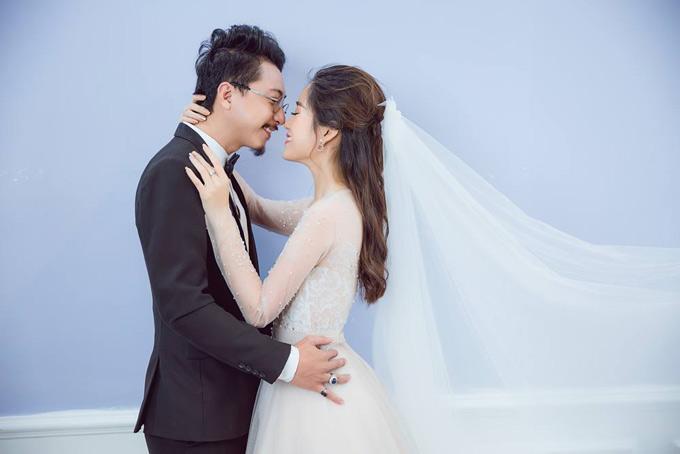 Cặp đôi từng học chung trường Sân khấu Điện ảnh TP HCM. 8 năm trước, khi mới kết hôn cả hai còn là những diễn viên nghèo. Hiện tại cả Hứa Minh Đạt và Lâm Vĩ Dạ đềuđắt show diễn kịch, tham gia nhiều phim truyền hình, điện ảnh và các gameshow.