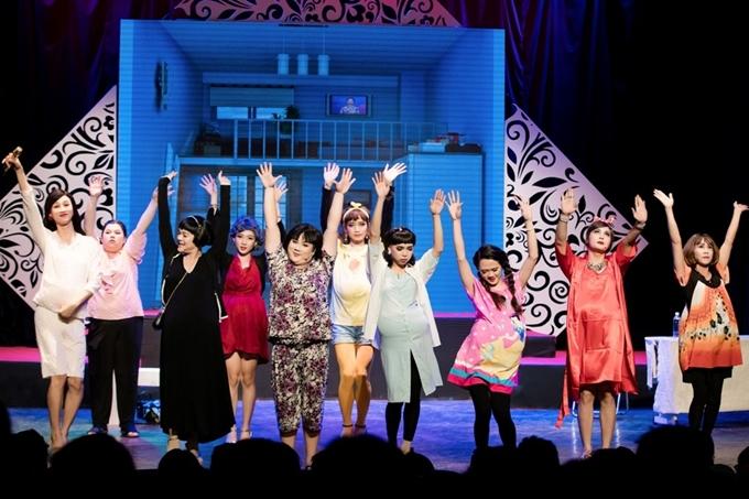 Sự xuất hiện của đoàn lô tô Tâm Thảo tạo điểm nhấn thú vị cho đêm diễn.Khán giả tại sân khấu được chơi thật, dò số trúng thưởng ngay tại đêm diễn.