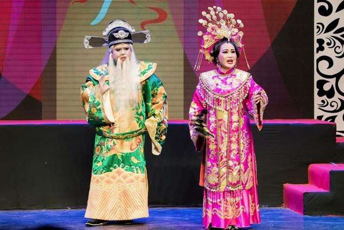 Chương hai của chương trình được Gia Bảo chuyển sang chủ đề yêu nước vớitrích đoạn cải lương Xử án Thượng Dươngtrong vở Câu thơ yên ngựa.