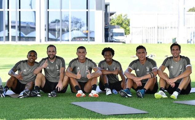 Anh được những người cũ tại Juventus chào đón.