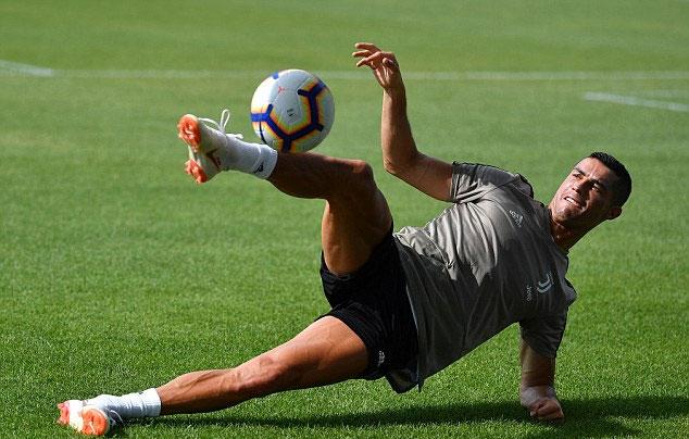 Bản hợp đồng 100 triệu bảng của Juventus thu hút sự chú ý của fan và giới truyền thông. Anh được săn đón và khiến Juventus và Serie A hưởng lợi.