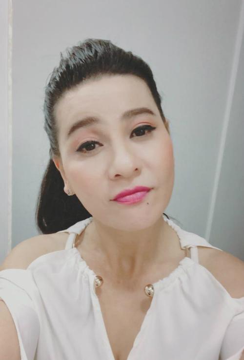 Diễn viên hài Cát Phượng khẳng định chỉ kết bạn với những người đúng nghĩa, và sẽ block những ai hay rèm pha, bàn luận chuyện tình cảm của cô với ông xã kém 18 tuổi Kiều Minh Tuấn.