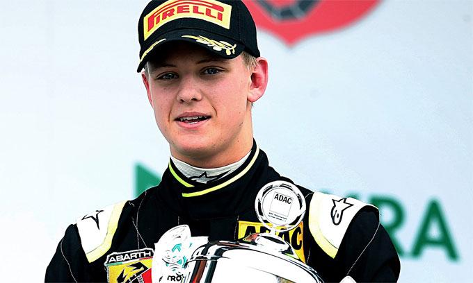 Con trai Michael Schumacher tỏa sáng ở trường đua bố từng vô địch - 1