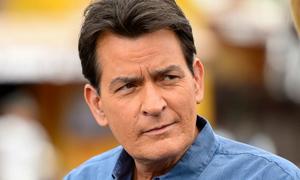 Charlie Sheen bị hắt hủi ở Hollywood sau khi tiết lộ nhiễm HIV