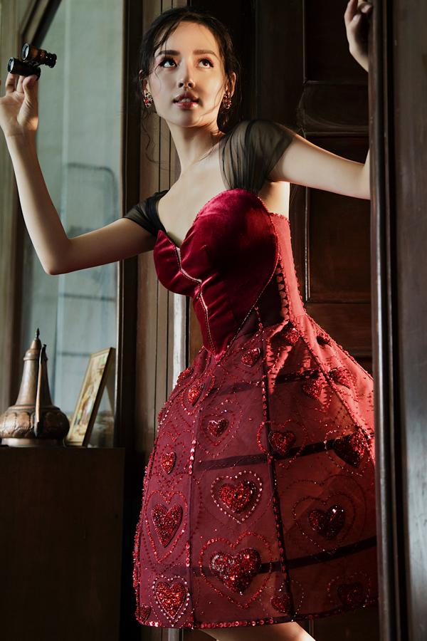 Đỗ Long giới thiệu loạt váy dạ hội đính kết kỳ công - 1