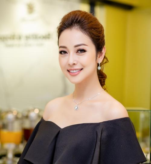 Jennifer Phạm rạng rỡ trong sự kiện khai trương chuỗi bán mỹ phẩm, thực phẩm chức năng và spa H&H thuộc tập đoàn Thanh Hằng.