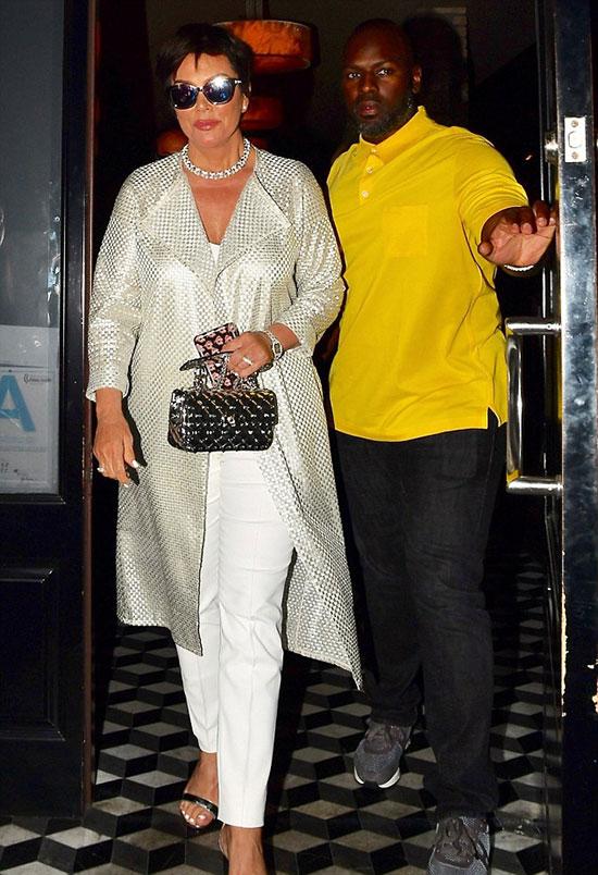 Buổi tối trước đó, cặp đôi cũng được trông thấy đi ăn cùng nhau tại nhà hàng ở Hollywood. Bà Kris đeo nhẫn kim cương ở ngón tay áp úp làm rộ nghi vấn đã được phi công trẻ cầu hôn. Tuy nhiên đó dường như chỉ là một món đồ trong bộ trang sức kim cương lấp lánh bà đeo trên người.