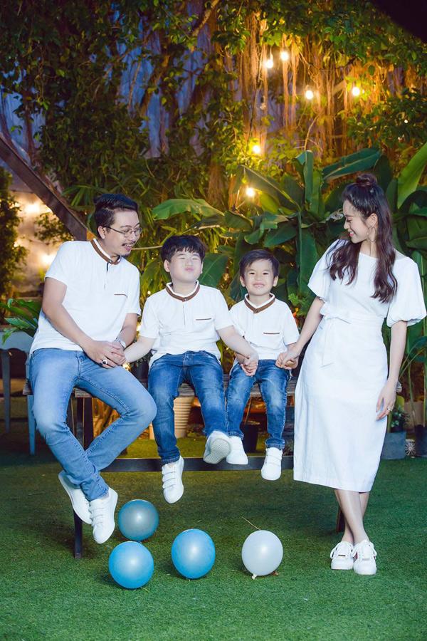 Gia đình hạnh phúc của Lâm Vĩ Dạ - Hứa Minh Đạt được nhiều khán giả yêu mến, ngưỡng mộ.