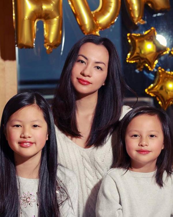 Cựu người mẫu Ngọc Thúy và hai con gái đã có với đại gia Đức An.