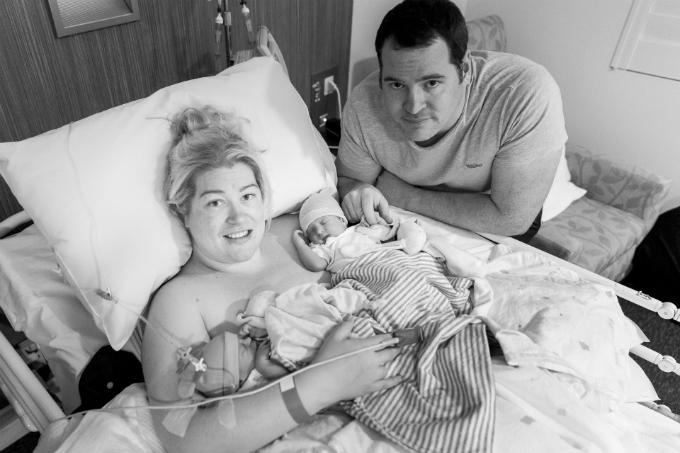 Cặp song sinh nhà Hills chào đời sớm hơn kế hoạch 2 ngày, được đặt tên là Olivia và Charlotte.