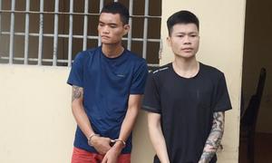 Hai thanh niên 'rình' các tiệm vàng để cướp giật