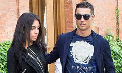 C. Ronaldo và bạn gái 'cắt đứt' với Real Madrid