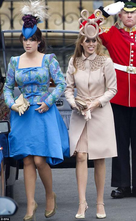 Những chiếc mũ cầu kỳ hai nàng công chúa đội khi đến đám cưới William - Kate năm 2011 bị chê bai dữ dội. Ảnh: EPA.