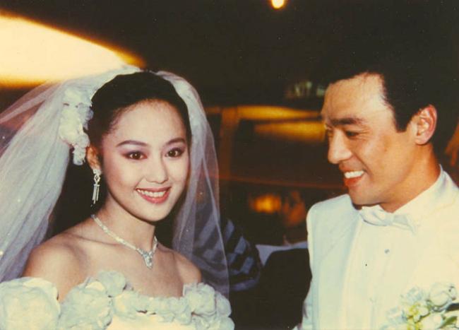 Tiểu Huệ khi cưới tài tử Chung Trấn Đào năm 1988.