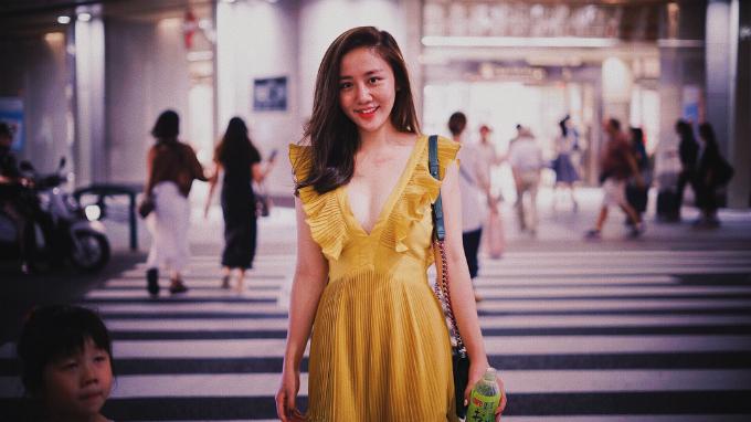 Văn Mai Hương chú thích cho bức hình mới lên tải: Phố lên đèn, bé lên đồ.