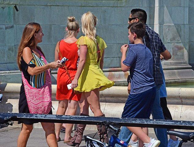 Britney tranh thủ đưa hai con đi chơi trước khi bắt đầu tour diễn ở châu Âu.