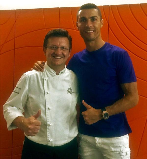 C. Ronaldo đưa bạn gái đến ăn nhà hàng ngon nhất Torino