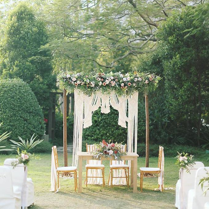 Tiệc cưới mang nét cổ điển, lãng mạn với sắc hoa hồng pastel, nhành lá theo bảng màu greenery.