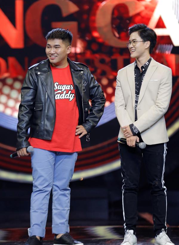 Lê Thiện Hiếu (phải) và thí sinh Hà Huy mang tới một ca khúc remix sôi động.