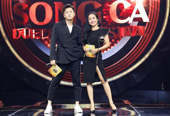 Ốc Thanh Vân mặc ton-sur-ton cầm trịch chương trình cùng Ngô Kiến Huy. Tập 17 Nhạc hội song ca 2018 phát sóng vào 19h chủ nhật ngày 5/8 trên kênh HTV7.