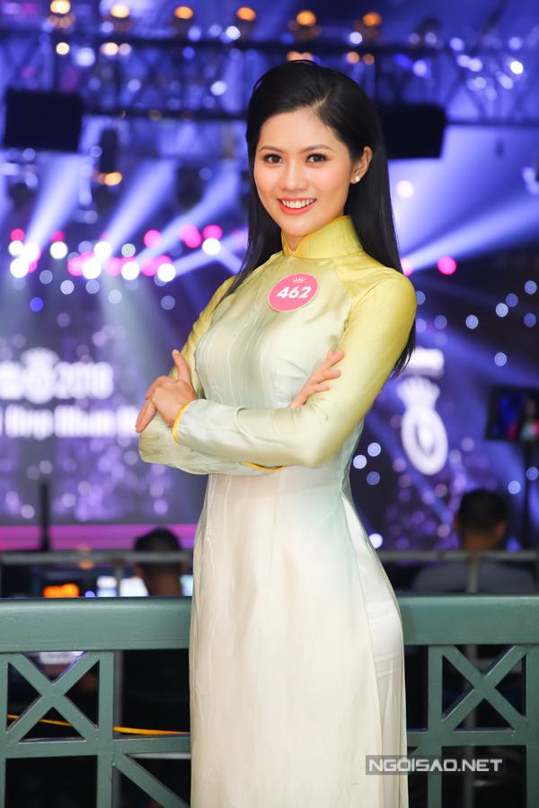 Vũ Hương Giang là Hoa khôi Phụ nữ Việt Nam qua ảnh 2017 vàsở hữu gương mặt phúc hậu. Người đẹplà sinh viên năm thứ tư của Đại học Kinh tế Quốc dân Hà Nội,có sở thíchvẽ, nấu ăn, du lịch và đặt mục tiêutrở thành doanh nhân trong lĩnh vực tổ chức sự kiện.