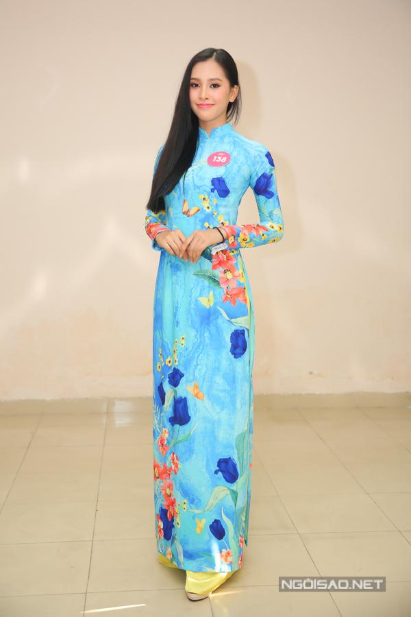 Cô sinh năm 2000, vừa tốt nghiệp trườngTHPT Vạn Hạnh, TP HCM.