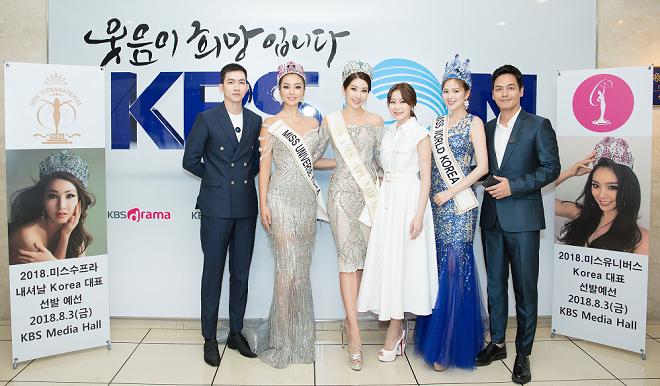 MC Phan Anh, người mẫu - diễn viên Võ Cảnh và Á hậu Áo dài 2016 Minh Phương - Phó ban tổ chức Miss Supranational Vietnam 2018 chụp ảnh bông hoa xinh đẹp nhất của Hàn Quốc thời điểm này.