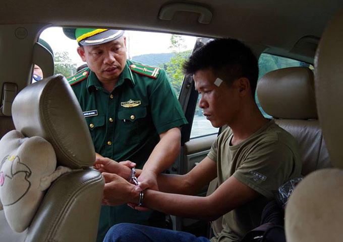 Dương bị nhà chức trách khống chế. Ảnh: H.L