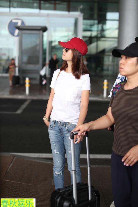 Vài ngày trước,Lâm Tâm Như tới Thượng Hải thăm ông xã Hoắc Kiến Hoa và tranh thủ kỷ niệm 2 năm ngày cưới. Chồng cô hiện đóng phim Cự Tượng tại Đại lục.
