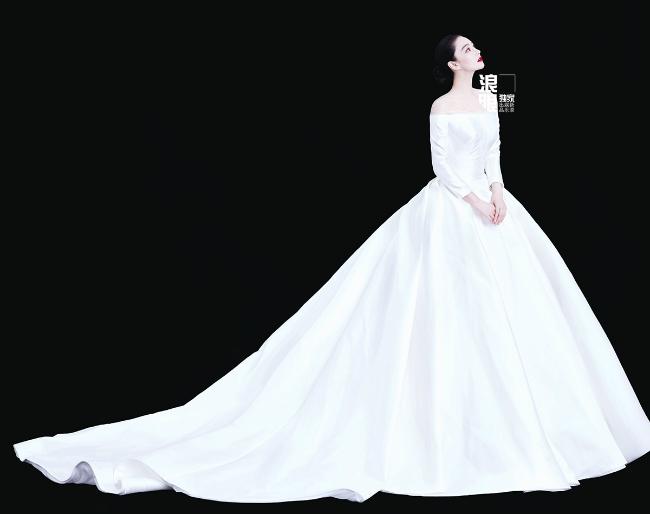 Cô dâu Trương Hinh Dư tinh khôi trong váy cưới. Trương Hinh Dư từng bị gọi là gái hư của showbiz vì những tai tiếng đời tư: