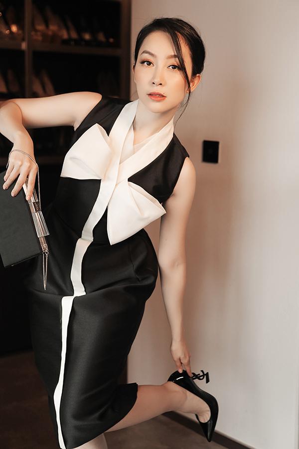 Ngoài váy áo đi làm, trang phục tham gia tiệc tùng, hội nhị và các sự kiện quan trọng của công ty cũng được chị em văn phòng quan tâm.