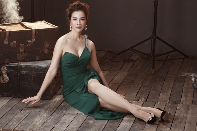 Ở tuổi 45, MC Thanh Mai sở hữu nhan sắc rạng rỡ, cuốn hút. Trong bộ ảnh mới nhất, người đẹp diện loạt thiệt kế Lê Thanh Hòa, tự tin khoe vóc dáng trước ống kính.