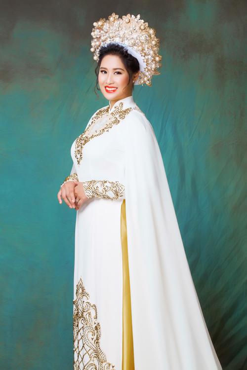Bước chân vào showbiz Việt, cô thử sức với vai trò diễn viên. Tuy nhiên, sau một thời gian, người đẹpkhẳng định nghệ thuật với cô chỉ là nghề tay trái. Hiện tại cô chủ yếu sinh sống ở Mỹ.