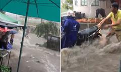 Người dân hợp lực cứu người và xe máy bị nước cuốn ở Đồng Nai