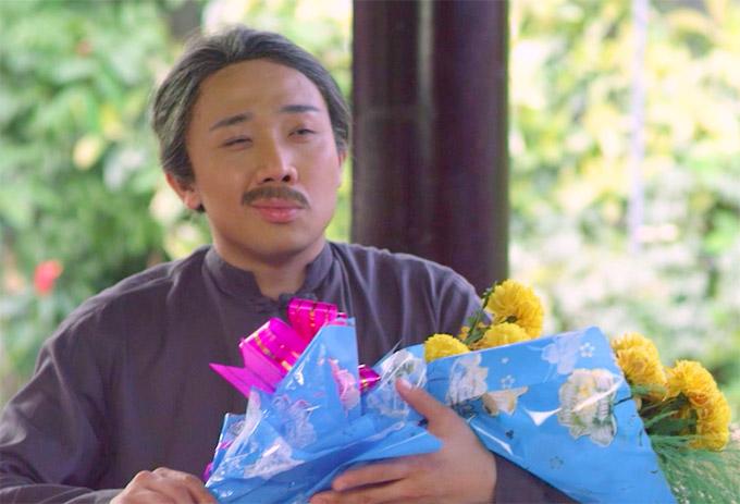 Sau khi trao đổi với đạo diễn Võ Thanh Hoà về phân đoạn mang hoa đi cầu hôn nhân vật của Việt Hương, Trấn Thành đã thay thế hoa hồng, hoa hướng dương bằng bó hoa vạn thọ.