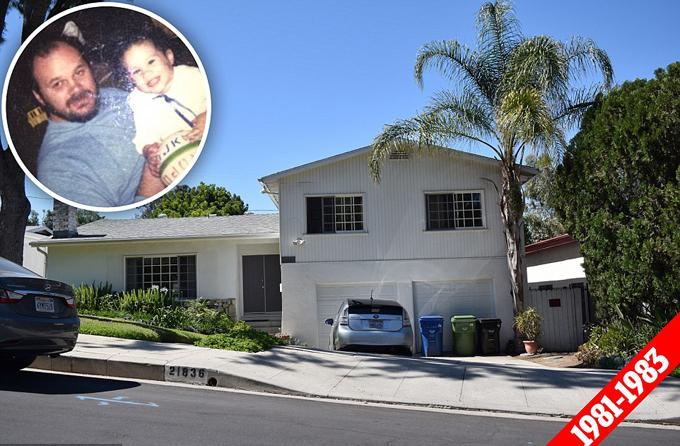Meghan Markle sống trong một ngôi nhà hai phòng ngủ khiêm tốn trong khu phố Woodland Hills ở Los Andeles với bố mẹ và anh chị có chung nửa dòng máu Thomas Jr và Samantha cho đến năm 1983, khi cô được 2 tuổi. Ngôi nhà nằm đối diện một câu lạc bộ đồng quê và cũng là ngôi nhà lớn nhất, hoàng nháo nhất mà Meghan sống trong thời niên thiếu. Tuy nhiên, hiện tại bên ngôi nhà gặp đầy rẫy những khó khăn vì Thomas Jr bị cáo buộc hút cỏ cả ngày, còn ông Thomas Markle phải làm việc cật lực.