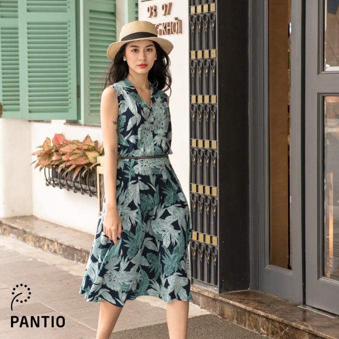 Những sản phẩm được bày bán tại showroom đều mang tinh thần hiện đại, phóng khoáng, được thể hiện trên nền chất liệu thoáng mát cao cấp phù hợp với khí hậu Sài Gòn.