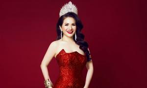 Hoa hậu Lê Thanh Thúy khoe dáng với váy dạ hội