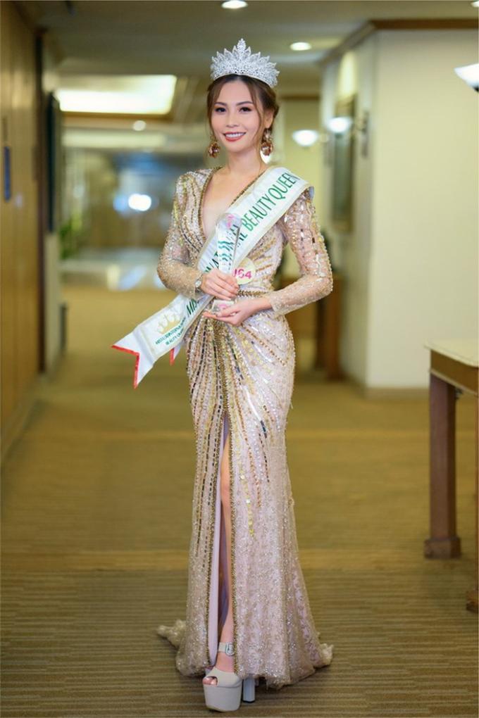 Lễ khai trương showroom sẽ có sự góp mặt của người mẫu Next Top - Vũ Thùy Dương và Nữ hoàng Nhan sắc Quốc tế Miss U30 - Trần Thị Ngọc Phương.