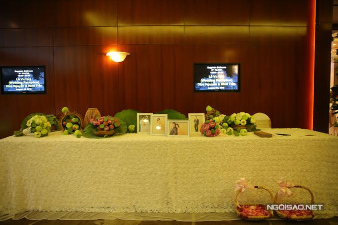 Đám cưới của uyên ương được trang trí tinh tế, mang đậm hương sắc, phong cách Việt Nam.