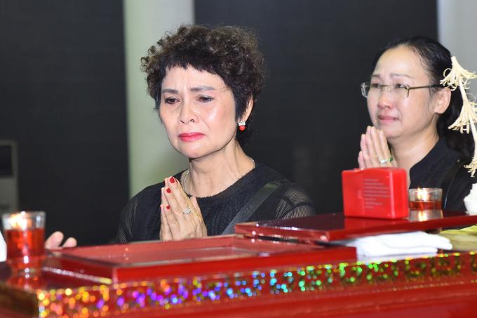 NSND Minh Châu là người em thân thiết của NSƯT Bùi Cường lúc sinh thời. Bà hay tin xấu khi đang ở Quảng Ninh,tức tốcquay trở lại Hà Nội để gặp mặt đàn anh lần cuối.
