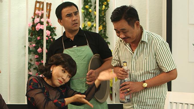 Quyền Linh, Quốc Khánh và Ngọc Trinh trong sitcom Nè biết gì chưa 888.